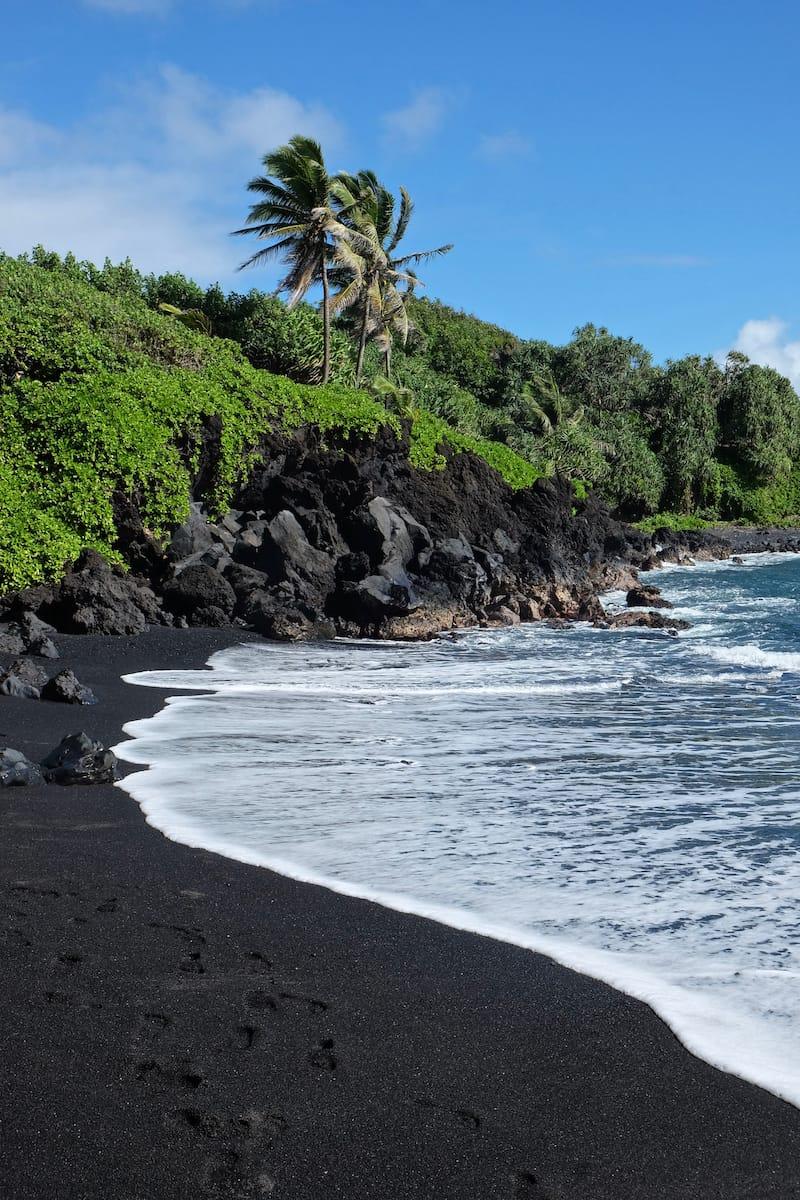 Black sand beach in Wai'anapanapa