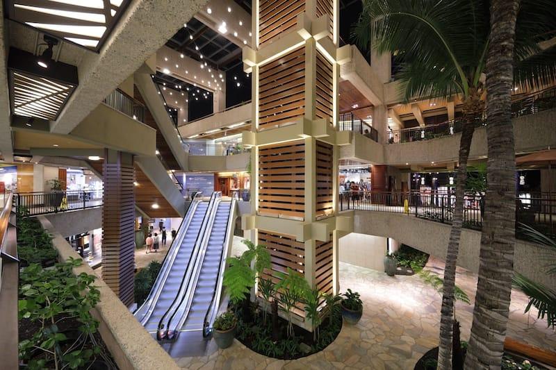 Royal Hawaiian Center - Felix Mizioznikov - Shutterstock.com